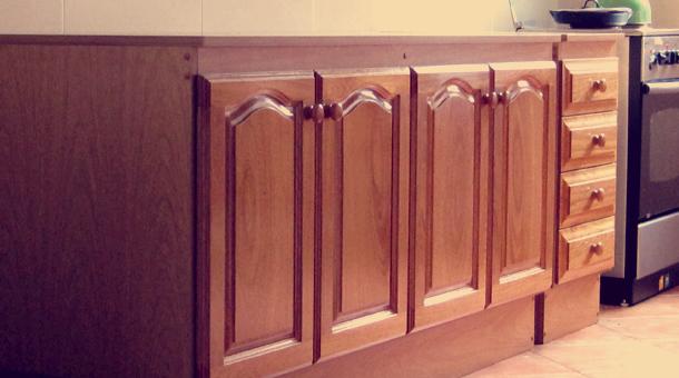 Muebles de cocina cocina madera maciza cedro for Muebles de algarrobo precios